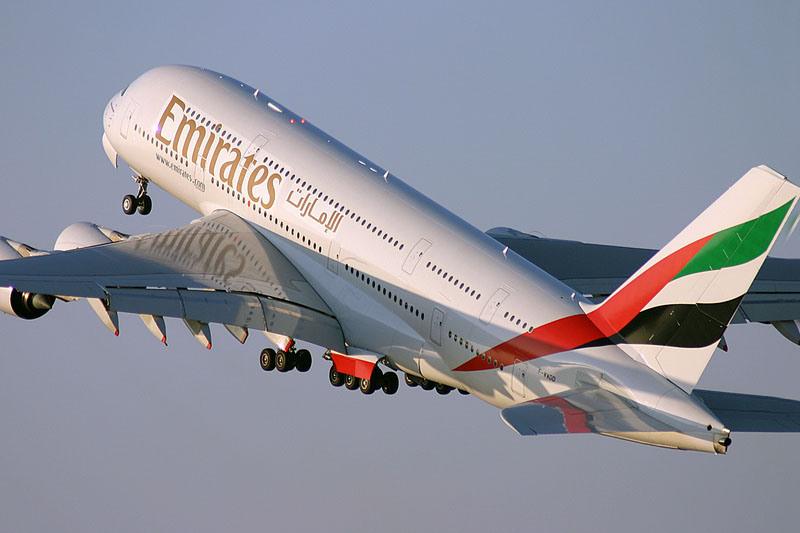 emirates_bag.jpg